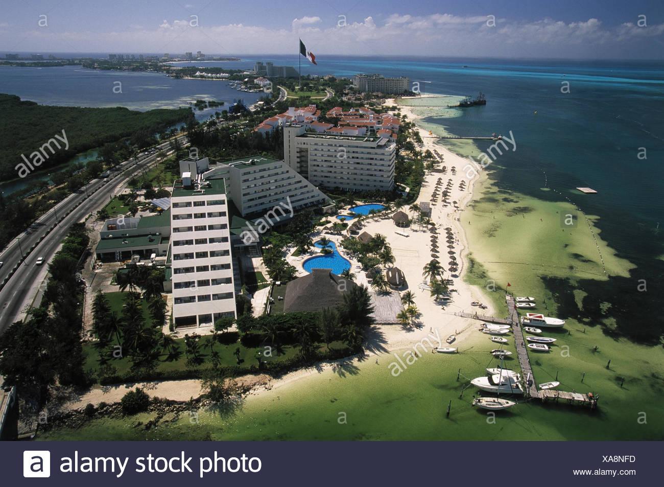 Mexiko, Quintana Roo, Cancun,  Stadtübersicht, Playa Langosta, Bahia de Mujeres Mittelamerika, Stadt, Hochhäuser, Wolkenkratzer, Hotels, Badestrand, Strand, Meer, Sommer - Stock Image