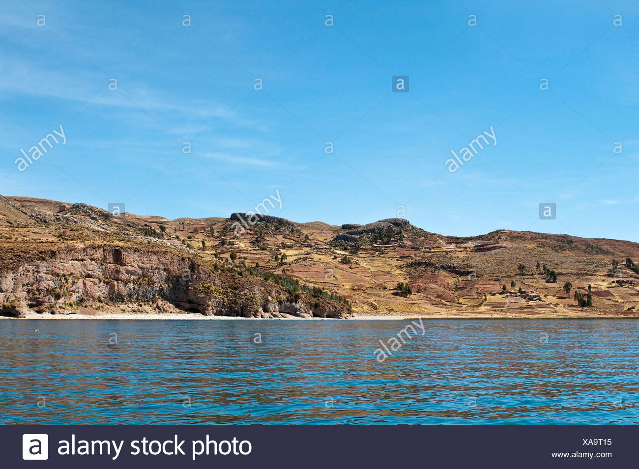 view from the water at the shore of Lake Titicaca, Peru, Taquile Island, Lake Titicaca - Stock Image