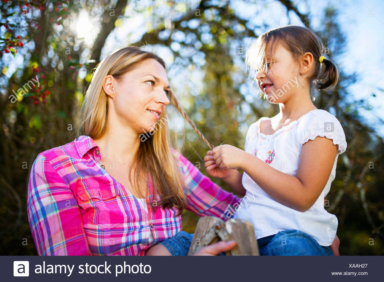 Portrait of mother and daughter outdoors, Munich, Bavaria, Germany - Stock Image