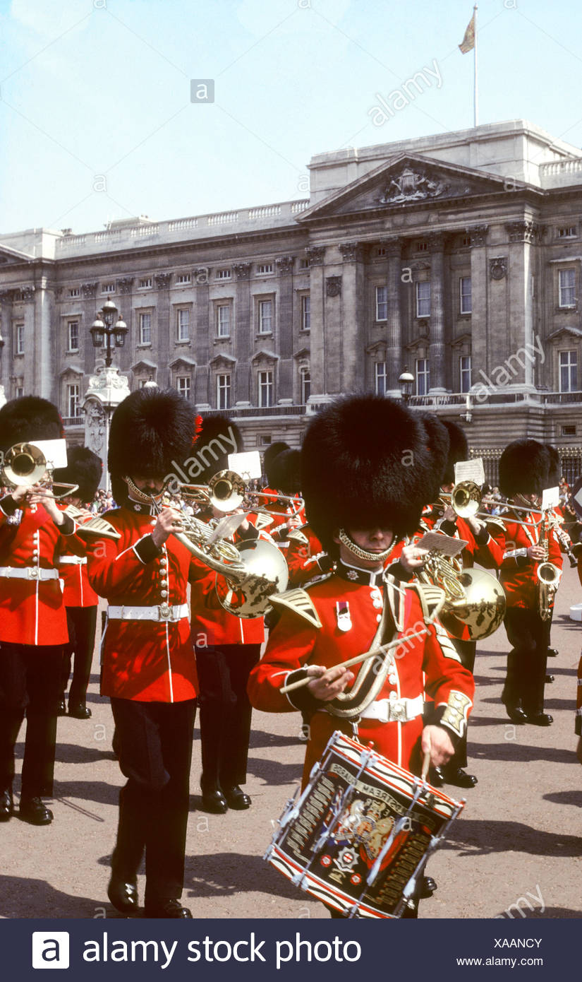 Coldstream Guards Buckingham Palace London England pageantry red tunics bearskins band drums military uniforms UK tourist - Stock Image