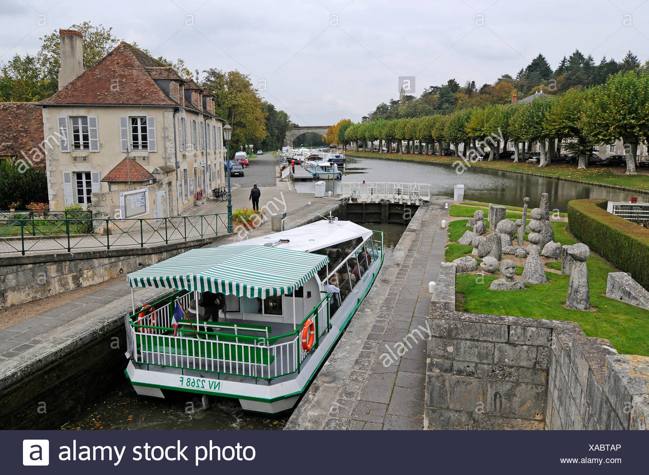Ship in the lock, Canal latéral à la Loire, Loire side channel, Briare, Loiret, Centre, France, Europe, PublicGround - Stock Image