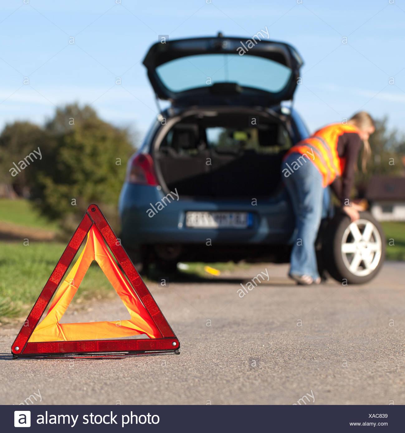 Reifenpanne am Auto Stock Photo