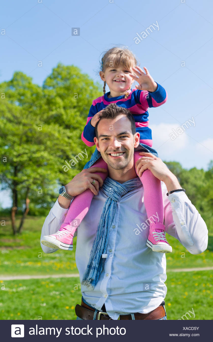 hold daddies fathers alone-educating daughters meadow child grass lawn green familiy family daugther daughter father daddy dad - Stock Image
