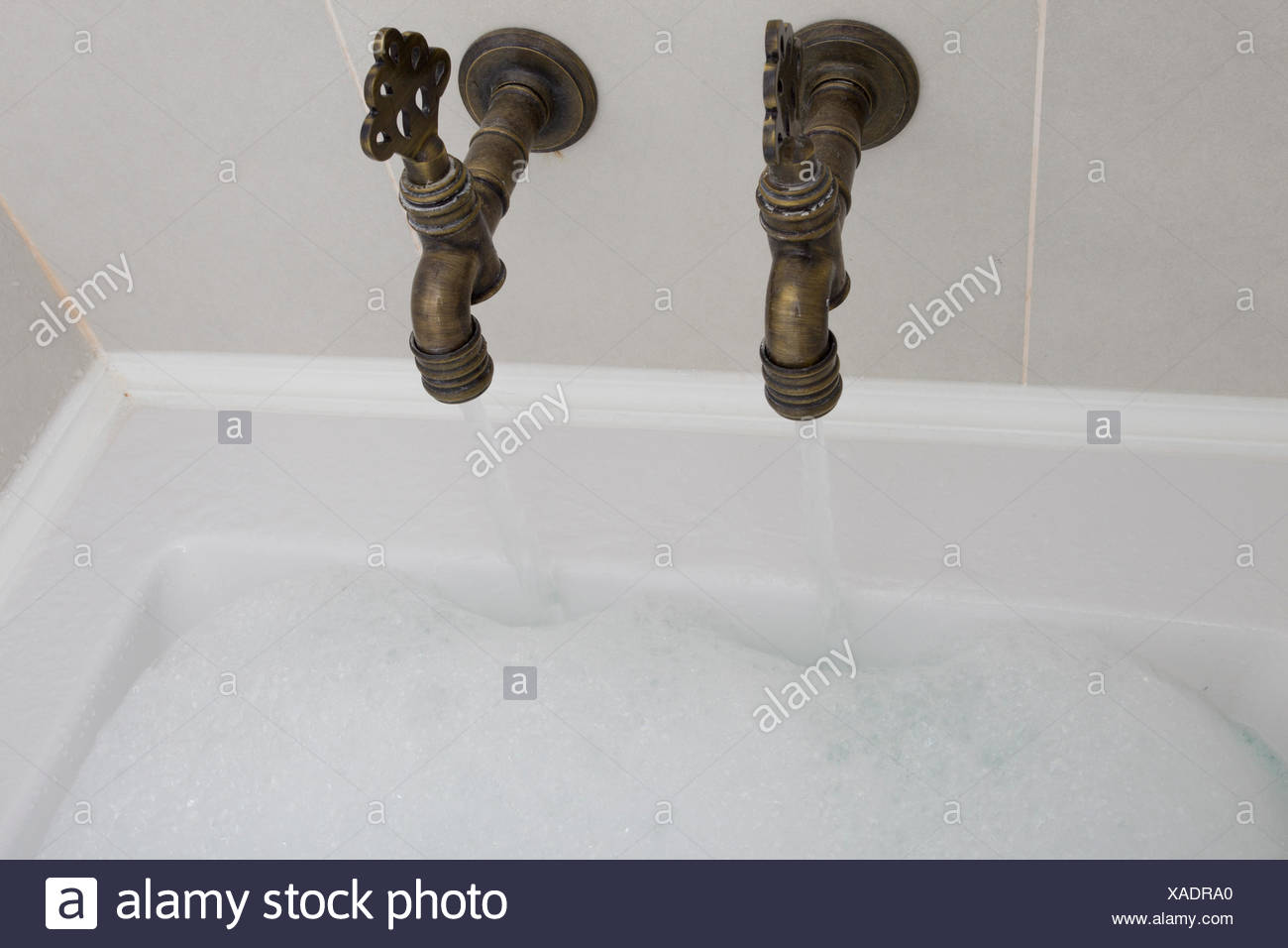 Old Fashioned Bathroom Taps Stock Photos & Old Fashioned Bathroom ...