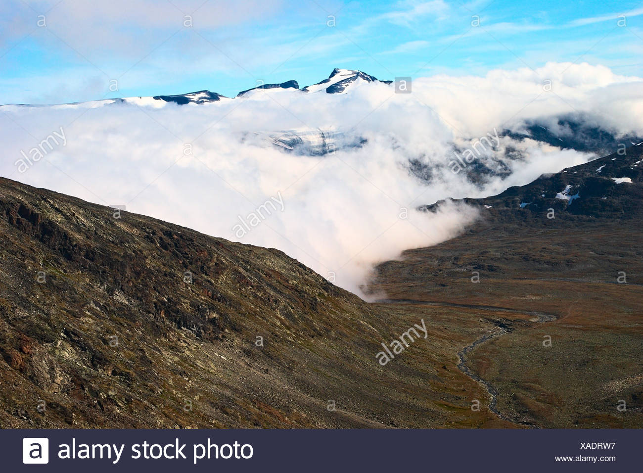View onto Galdhopiggen from the path to Glittertind in the Jotunheimen National Park in Norway. Galdhopiggen is Norway's highest, Glittertind its second highest peak. - Stock Image