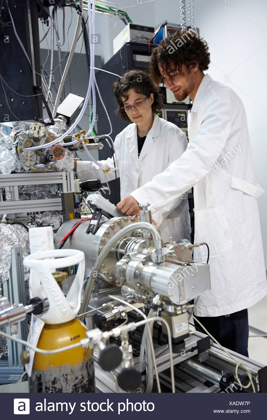Photoemission spectroscopy in ultra-high vacuum (UHV), Nanophysics laboratory, Materials Physics Center is a joint center of - Stock Image