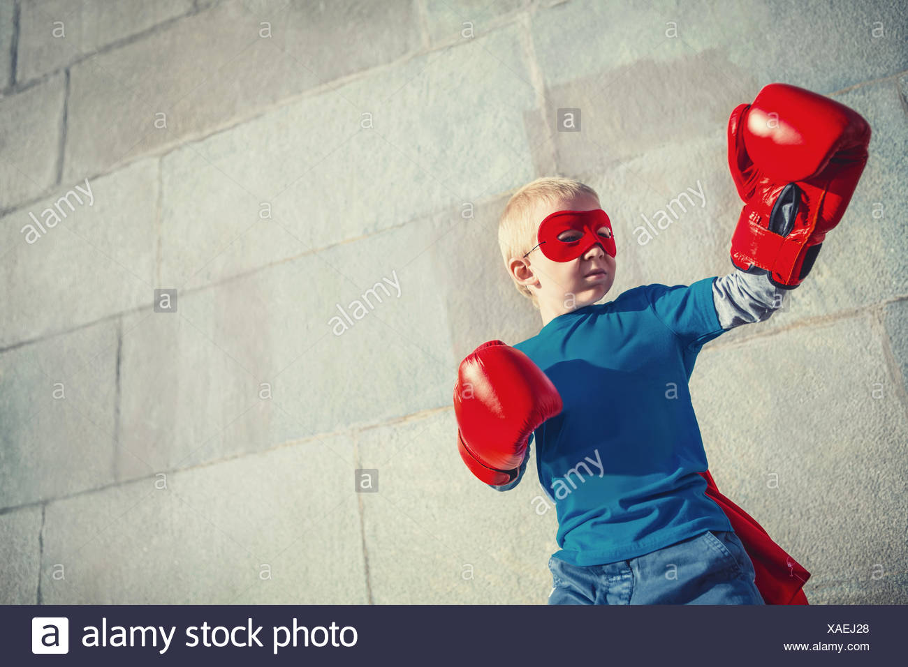 Boy with boxing gloves - Stock Image