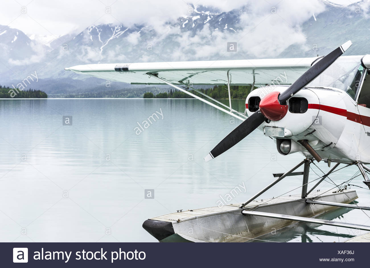 USA, Alaska, Kenai, Moose Pass, Float plane at dock on lake - Stock Image