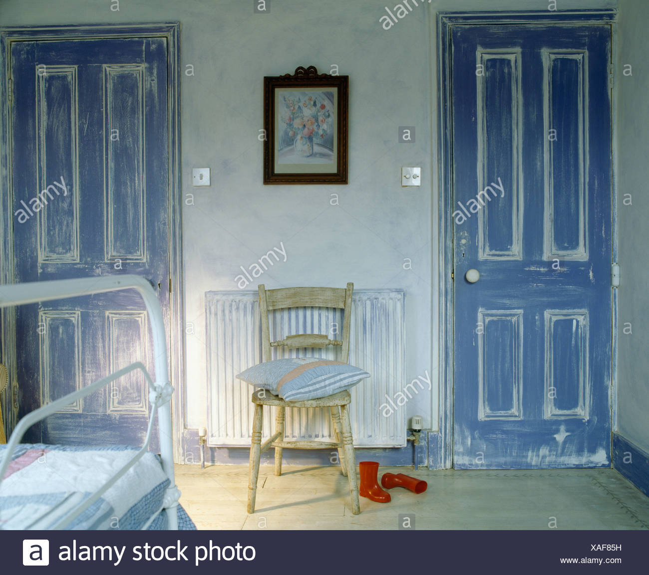Painted distressed-effect blue+white doors in child\'s ...
