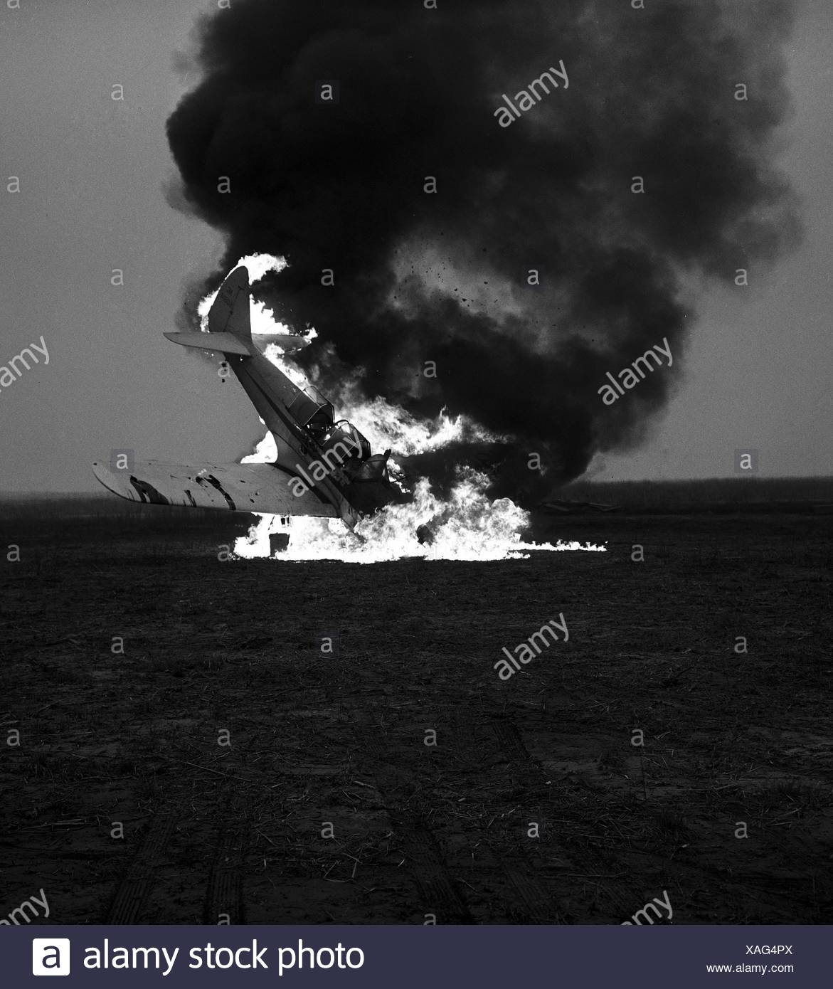 Crashed airplane exploding - Stock Image