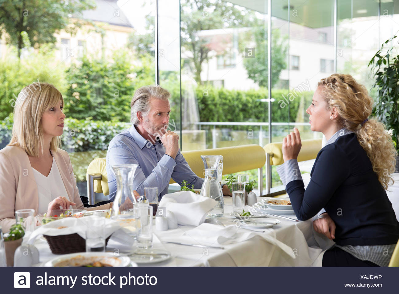 Family al fresco dining at restaurant - Stock Image