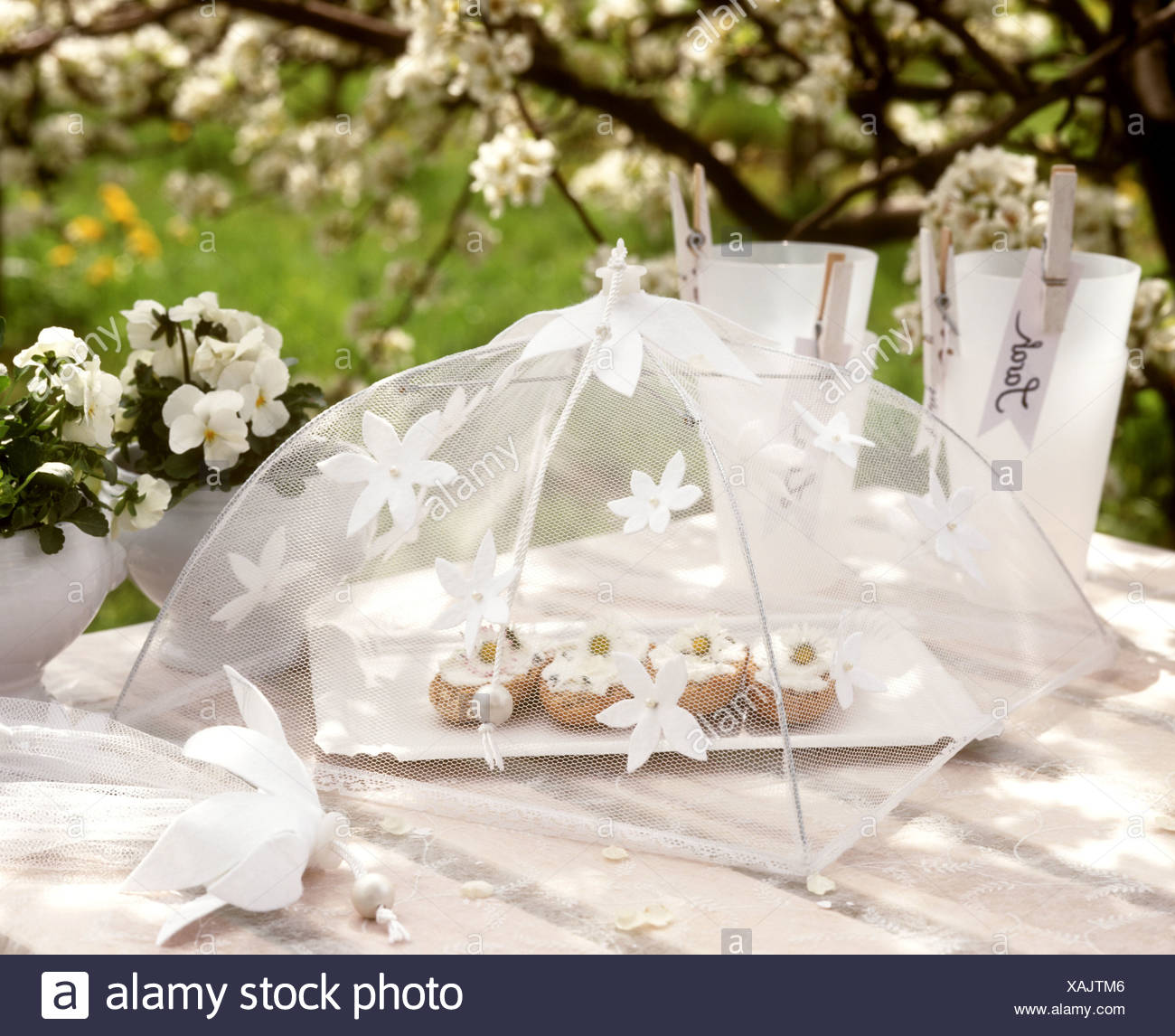 White Spring Table Decoration Roll Soft Cheese Under Cover Stock