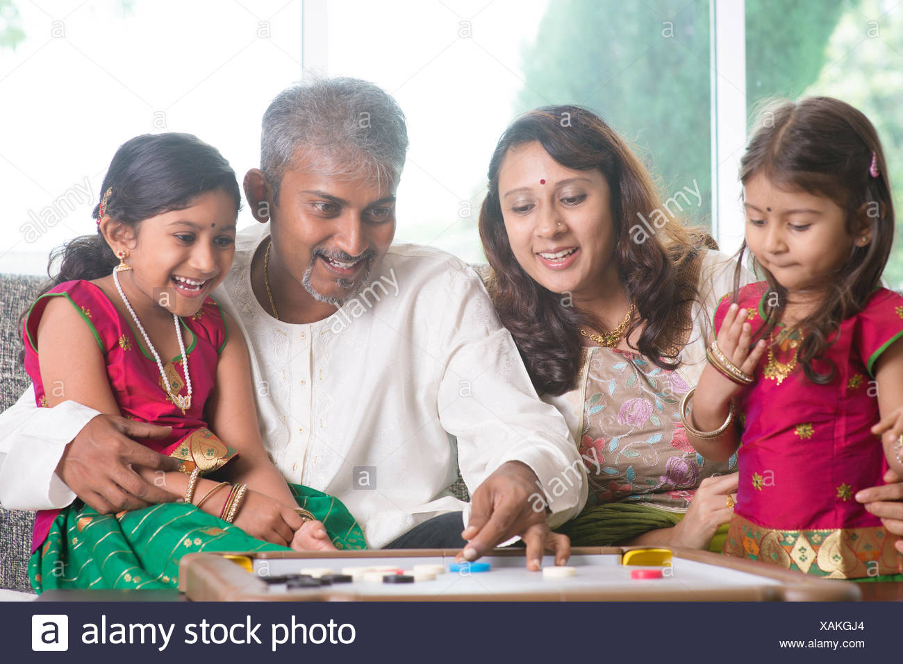 Indian family playing carrom game Stock Photo: 281942588 - Alamy