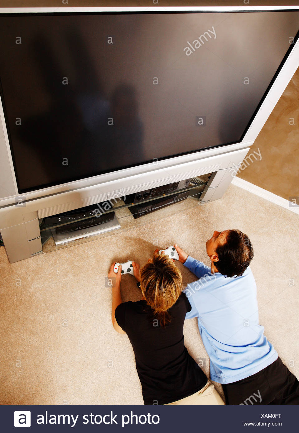Couple playing video games - Stock Image