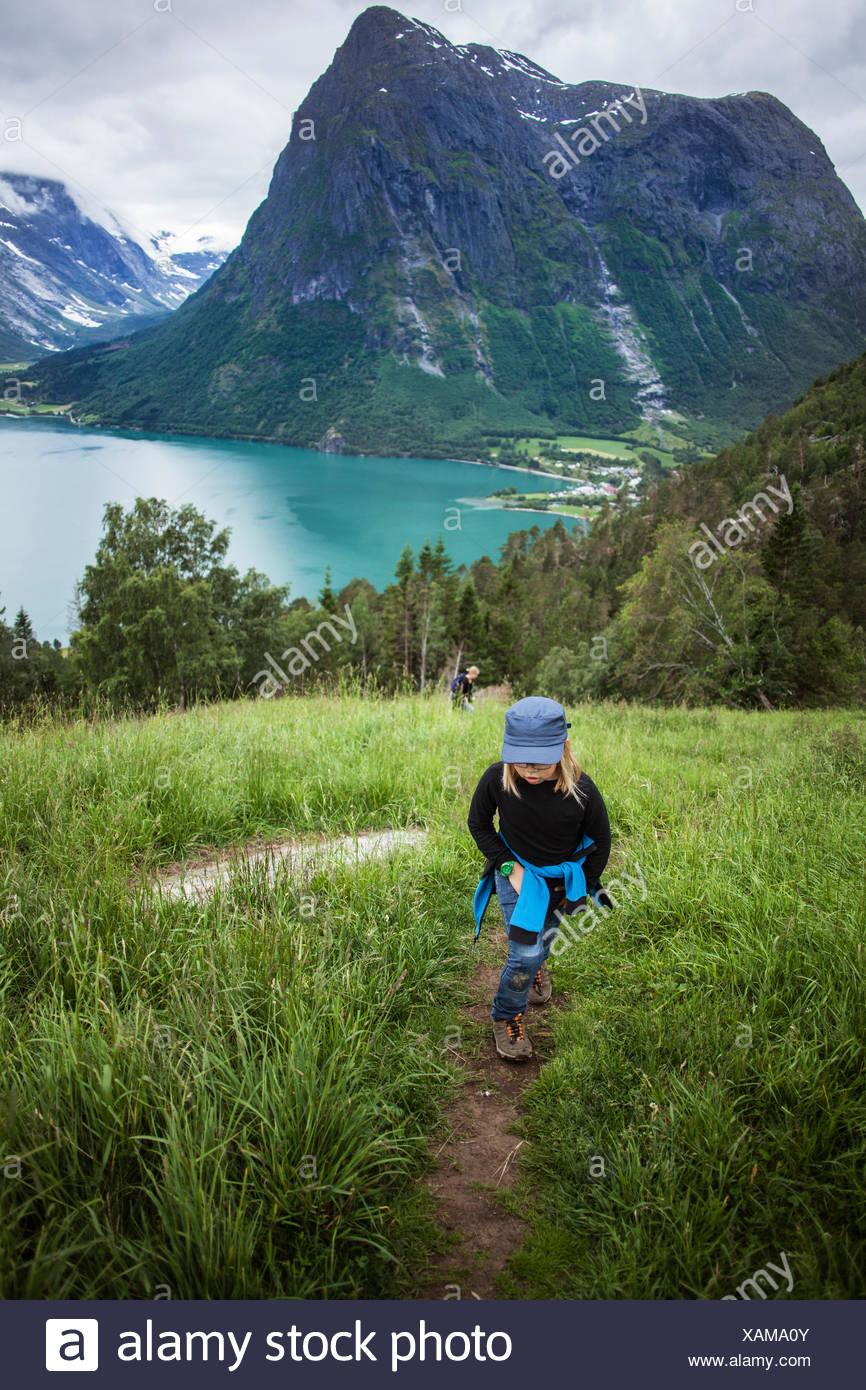 Norway, Oppstrynsvatnet, Strynevatnet, Hjelle, Glomsdalen, Girl (8-9) and mother hiking - Stock Image
