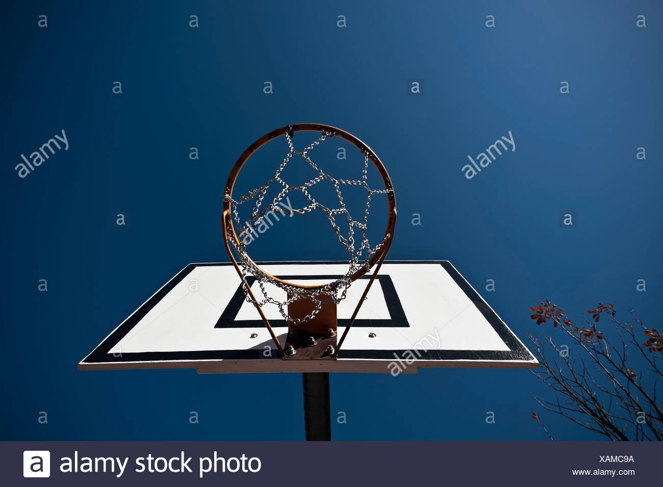 Germany, North Rhine-Westphalia, Düsseldorf, Empty basketball hoop against blue sky Stock Photo