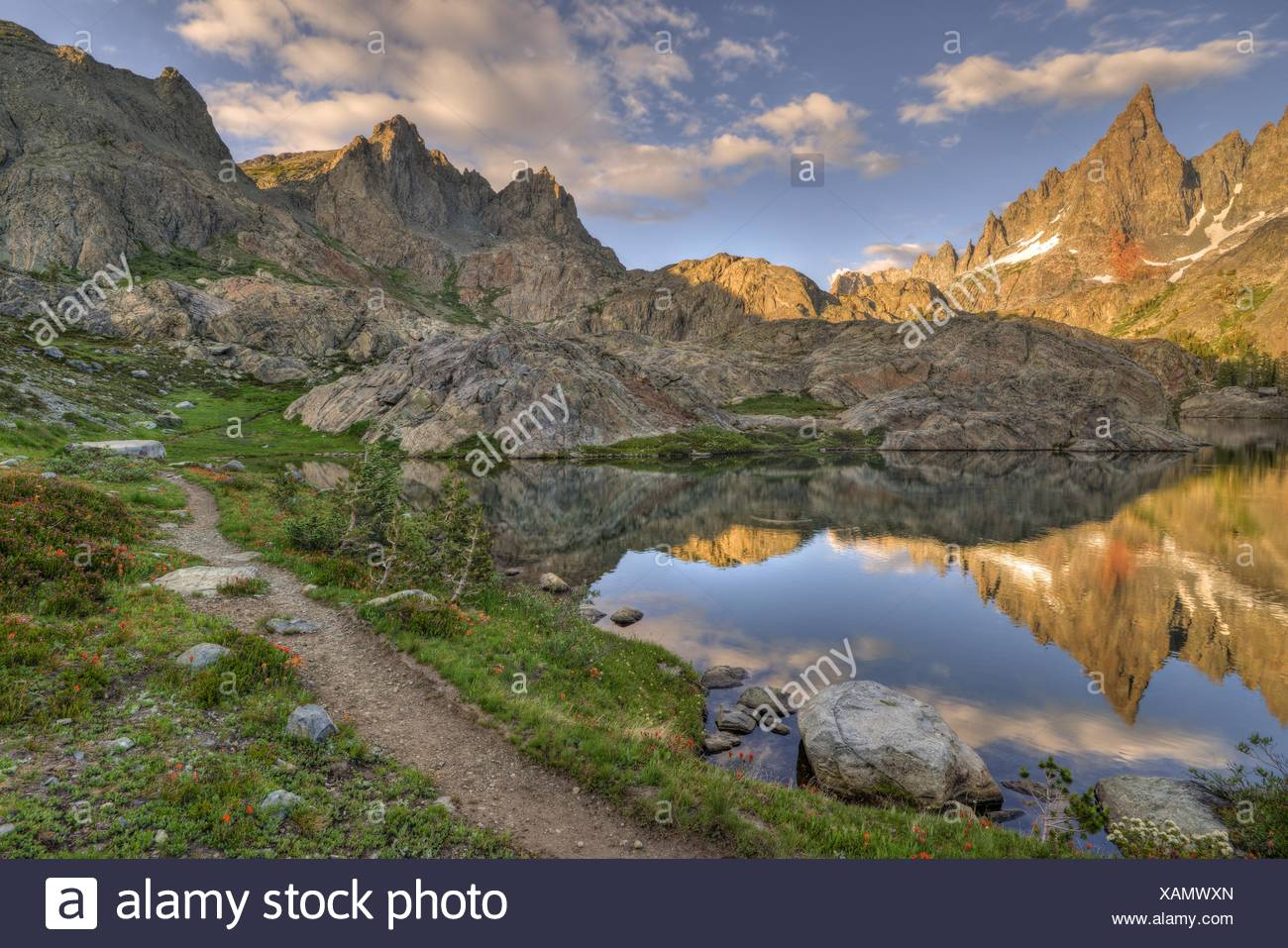 USA, California, Inyo National Forest, Path to Mountains - Stock Image