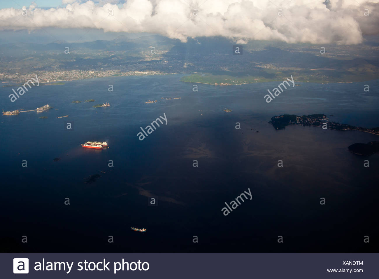 Oil spill near Paqueta island Guanabara Bay Rio de Janeiro Brazil  environmental degradation water pollution - Stock Image