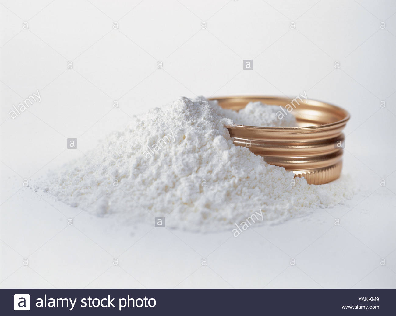 Cosmetics, screw top, talcum powder powder, powdery, talc powder, white, cosmetics, cosmetics articles, personal care, odour, shell care, care, care product, being in habit, lid, seal, screw cap, Still life, product photography, studio - Stock Image