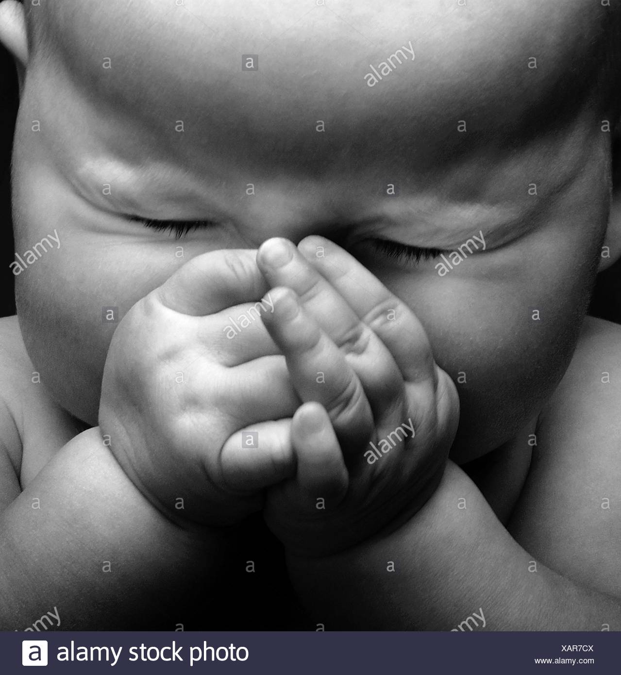 Fl2480 nick kelsh baby hands cupped over face stock image