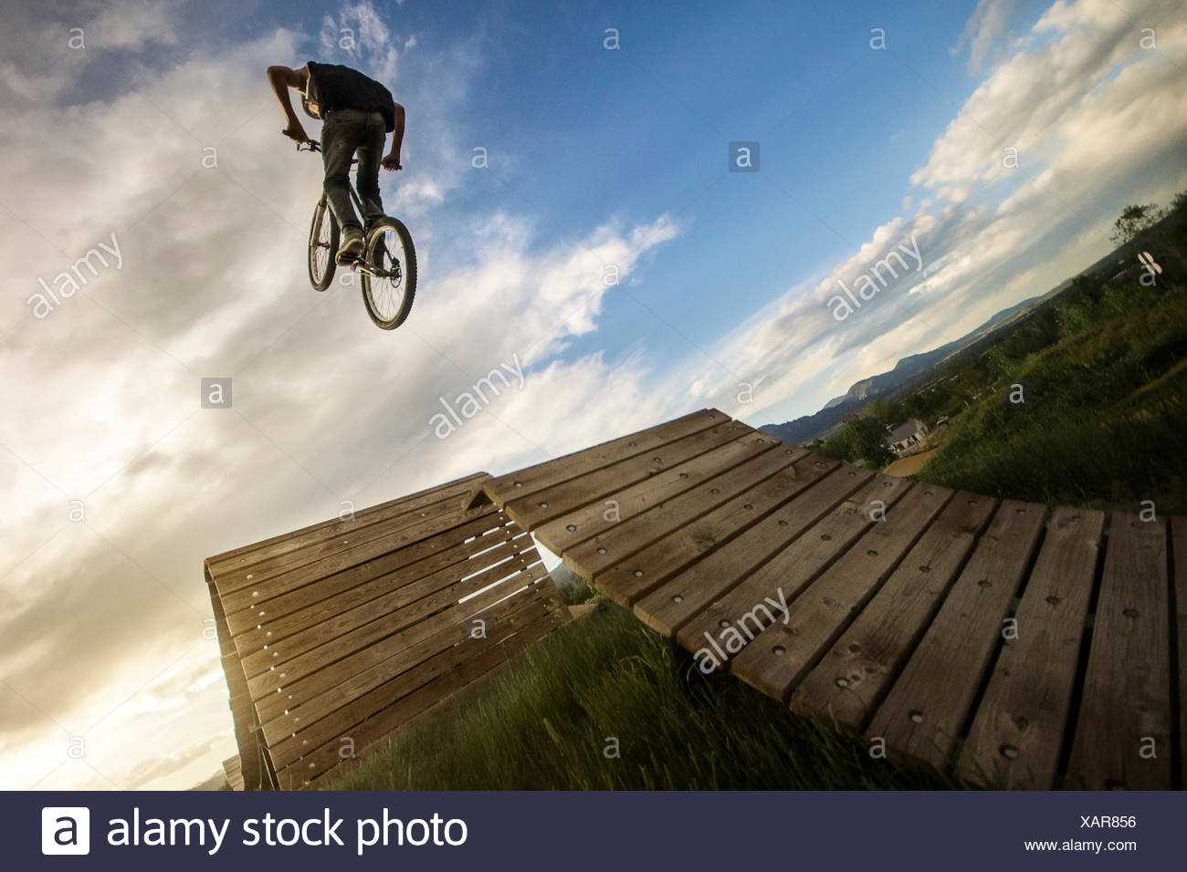 USA, Colorado, Boulder County, Boulder, Man jumping on bike - Stock Image