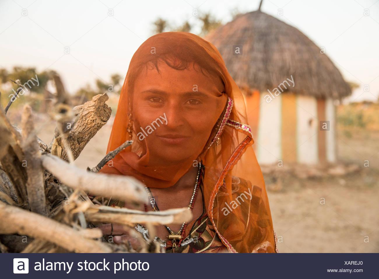 Indian, woman, India, veil, hut, Asia, - Stock Image