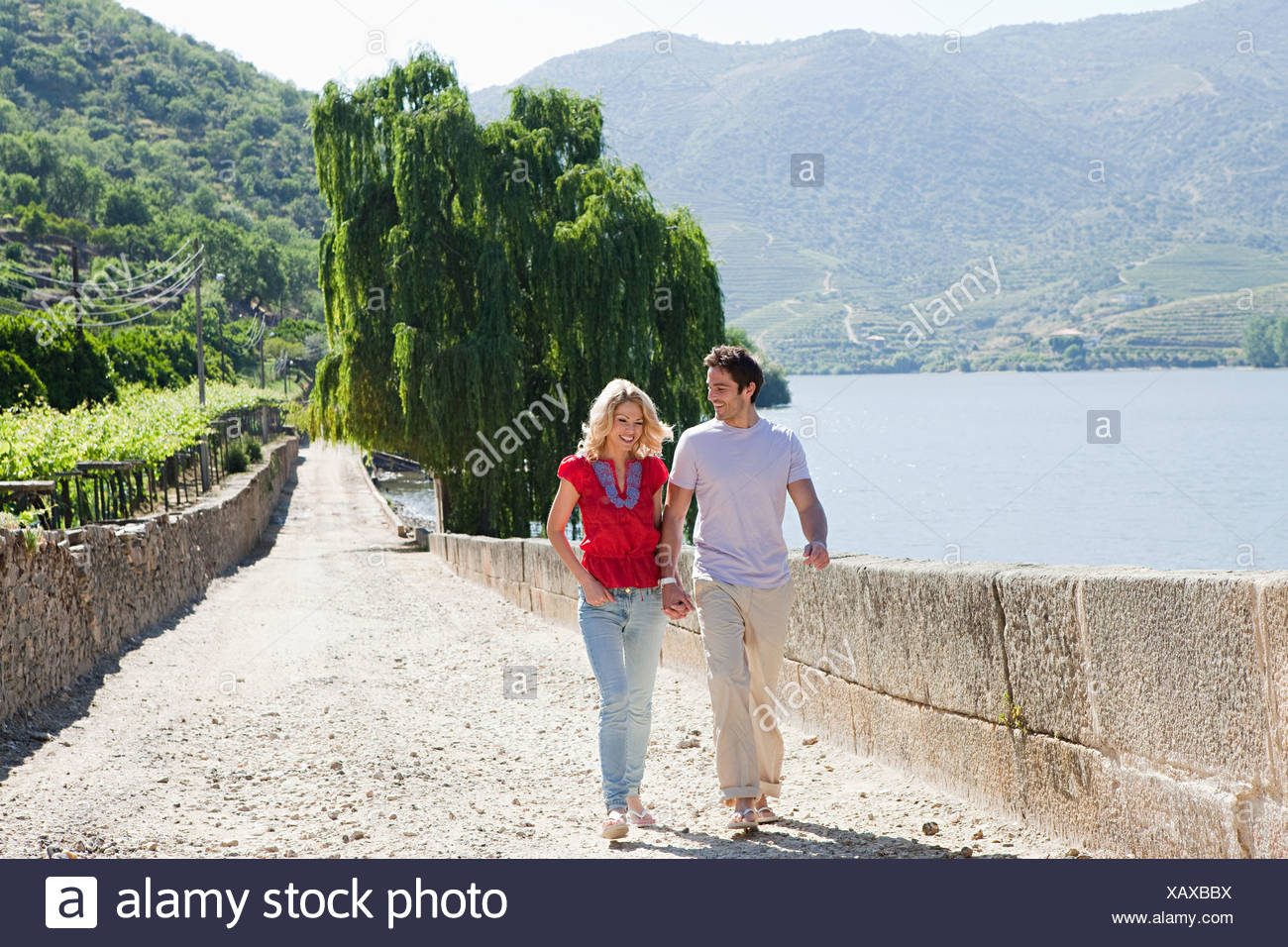 Couple in path by douro river - Stock Image