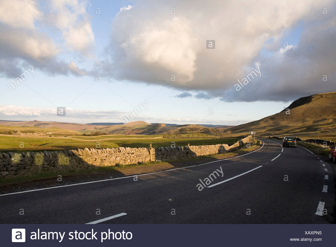 England, Derbyshire, Winnats Pass, Peak District National Park, car on road to Mam Tor Stock Photo