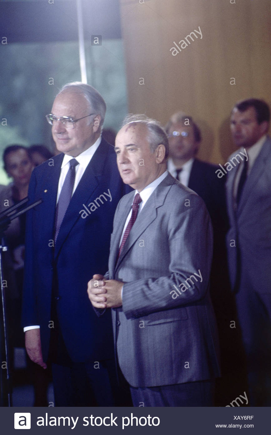 Mikhail Gorbachev, * 2.3.1931, Soviet politician (CPSU), half length, during a state visit to Germany, with the German Chancellor Helmut Kohl, Bonn, 1991, Additional-Rights-Clearances-NA - Stock Image