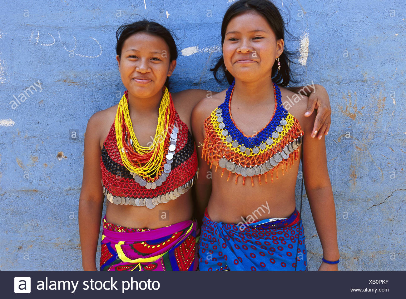 Panama, Chagres national park, Embera Indian, women, half portrait no model release Central America, Embera Indian, Embera strain, tribe, locals, 15-20 years, upper parts of the body freely, view camera, necklaces, catenas, neck jewellery, laugh, happily, arm in arm, friendship, tradition, traditions - Stock Image