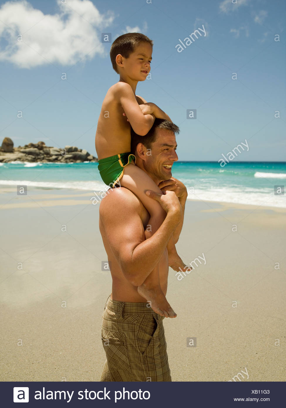 Father carrying his son on his shoulders - Stock Image
