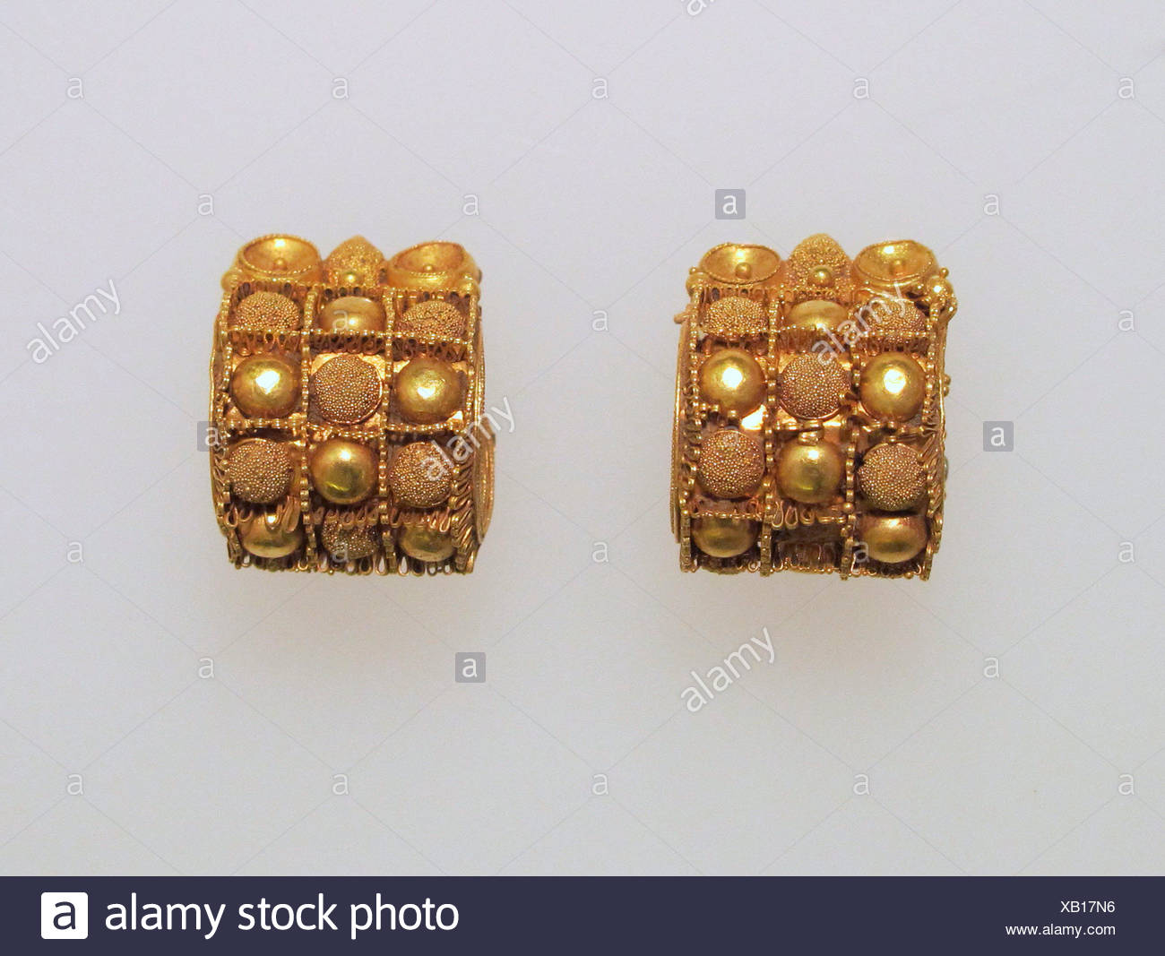 Earring, baule type. Date: 7th-5th Century B.C; Culture: Etruscan; Medium: Gold; Dimensions: Other (95.15.141): 5/8 x 3/4 x 11/16 in. (1.5 x 2 x 1.7 - Stock Image