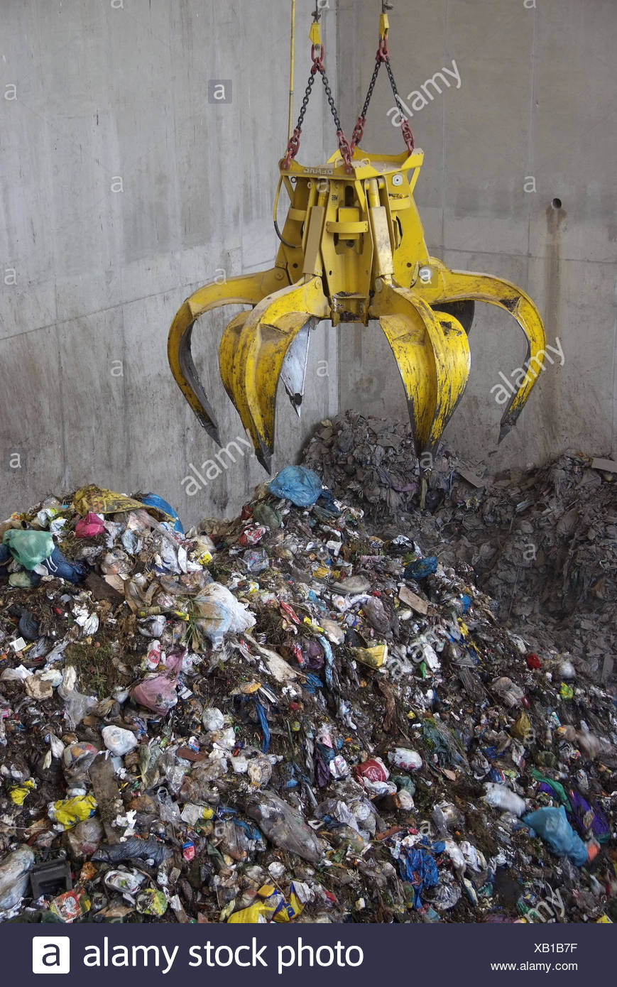 Garbage depot, claw arm, - Stock Image