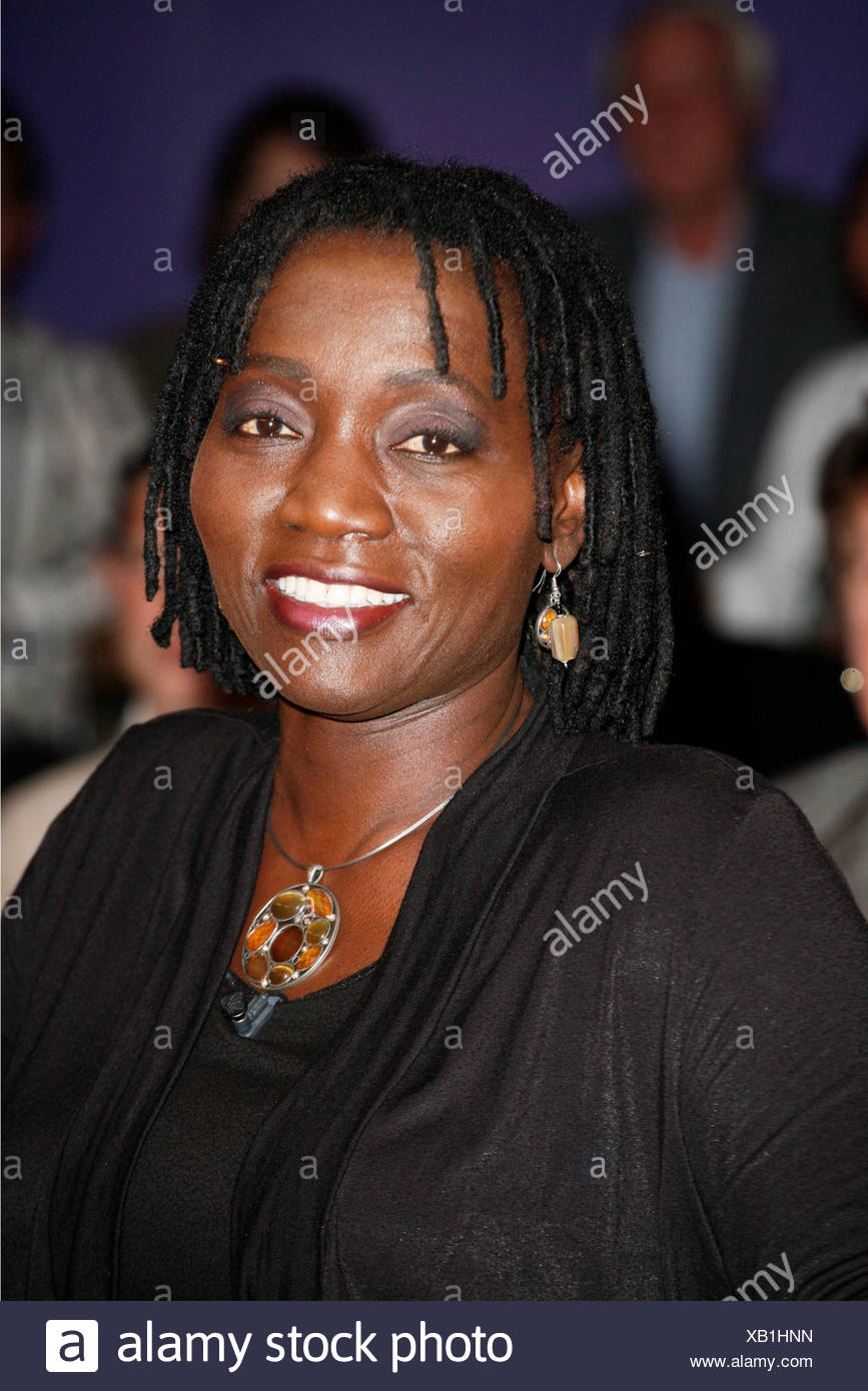 Obama, Barack Hussein, * 4.8.1961, American politician (Democrate) 44th President of the United States of America, his half-sister Auma Obama, portrait, guest in the German TV show 'NDR Talk Show', Hamburg, 8.10.2010, Additional-Rights-Clearances-NA - Stock Image