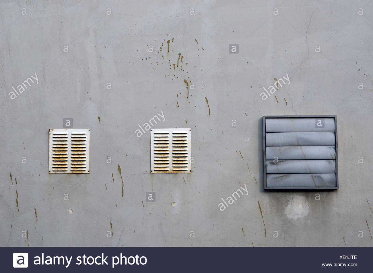 Wall of a house, ventilation, air shafts, rusty, dirtily, slots, trigger, trigger orifice, outside, mud, - Stock Image