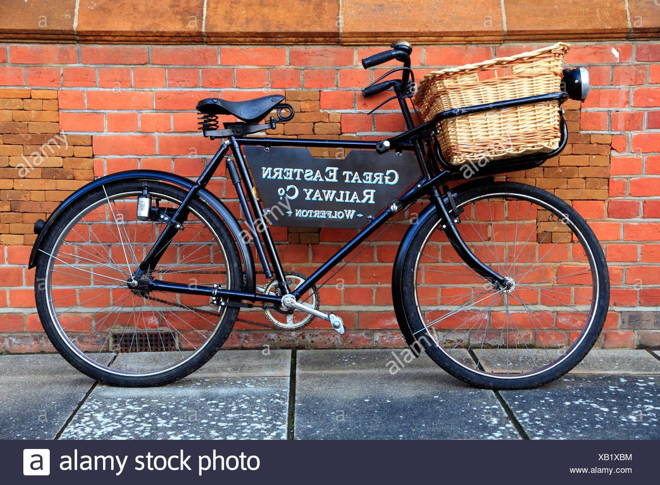 Great Eastern Railway bicycle, Wolferton Station, Norfolk, England, UK - Stock Image