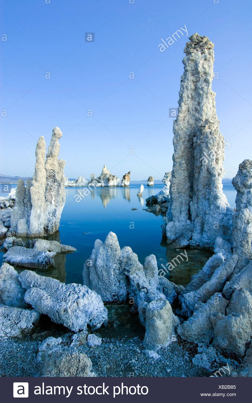 Interesting tufa formations at dusk in Mono Lake in the Eastern Sierra, California. - Stock Image
