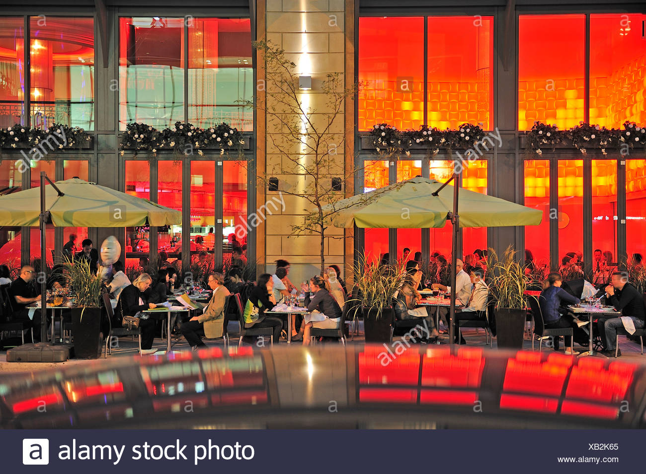 Canada, Montreal, Patio, Quartier de Musee, Quebec, Restaurant, cafe, dine, diners, dining, eating, fancy, outside, red, reflect - Stock Image