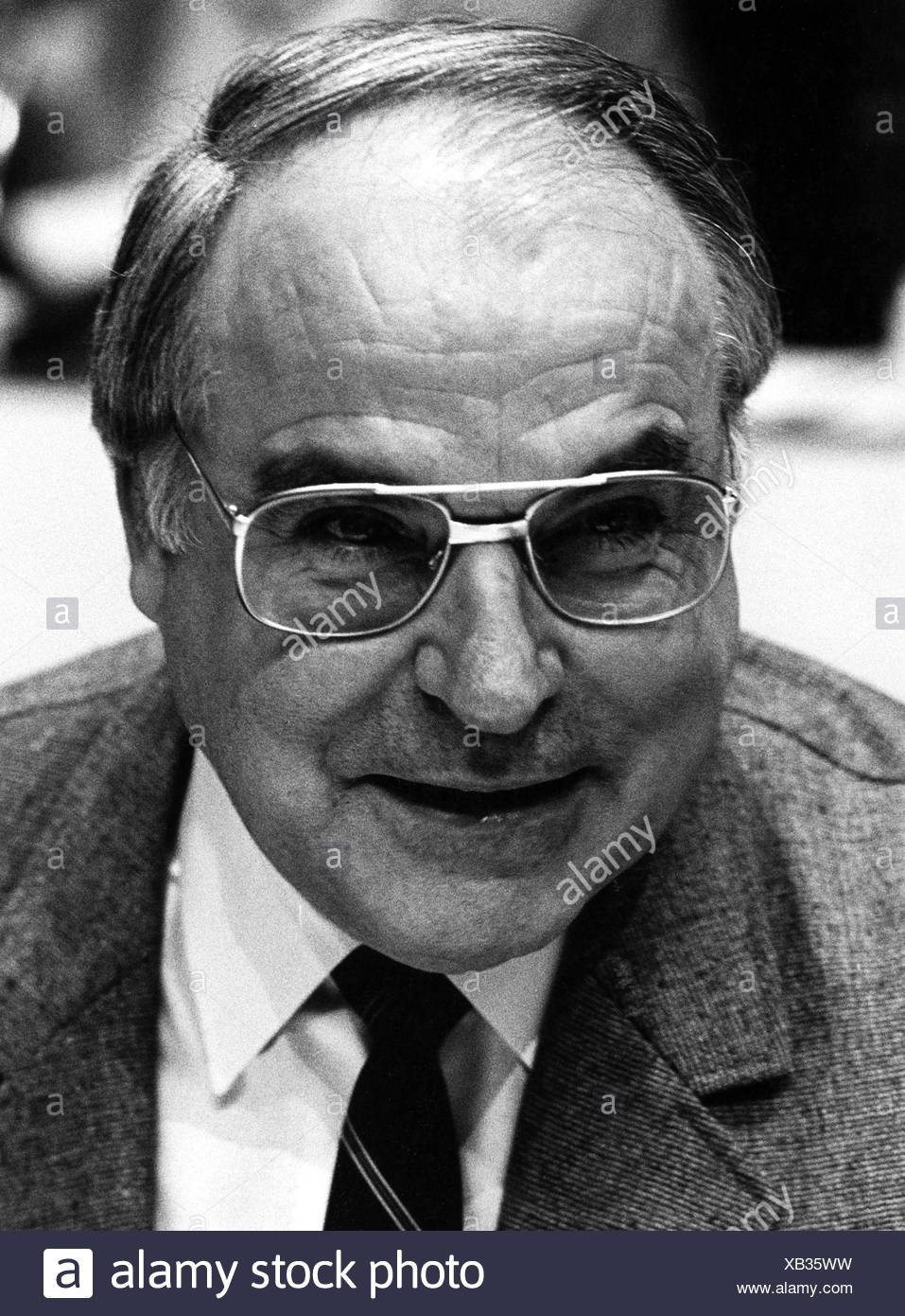 Kohl, Helmut, * 3.4.1930, German politician (CDU), Federal Chancellor 4.10.1982 - 26.10.1998, portrait, at meeting of the Junge Union, Berlin 23.- 24.11.1984, , Additional-Rights-Clearances-NA - Stock Image