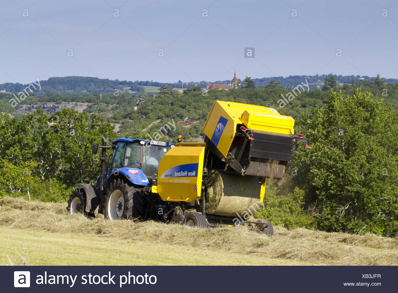 Contractor with New Holland T5 95 tractor and New Holland