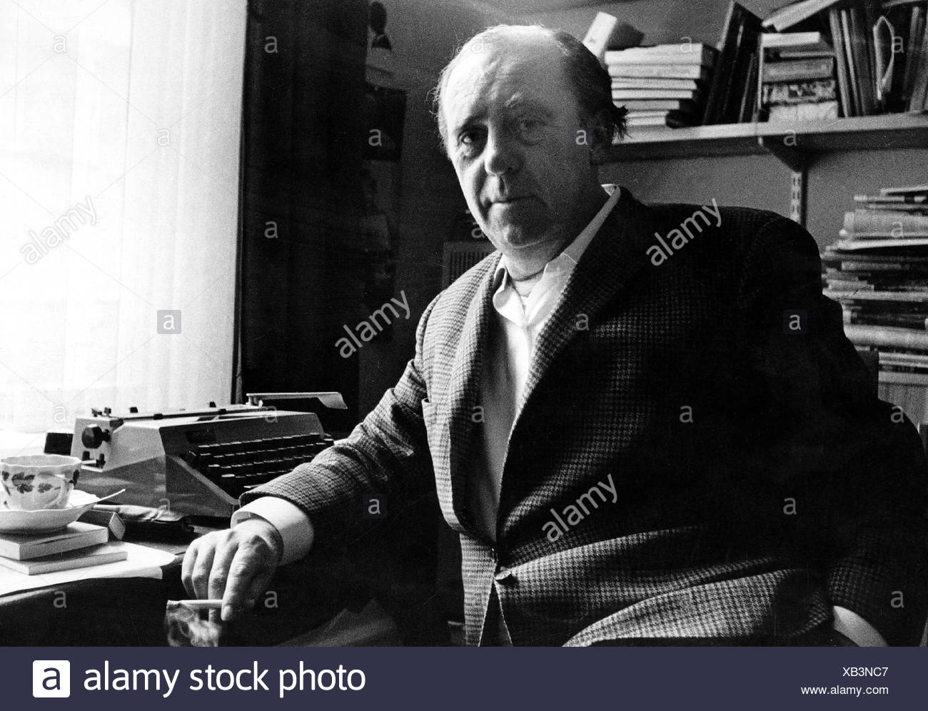 Böll, Heinrich  21.12.1917 - 16.7.1985, German author / writer, half length, at his desk,  Cologne, Germany, 1971, Additional-Rights-Clearances-NA - Stock Image