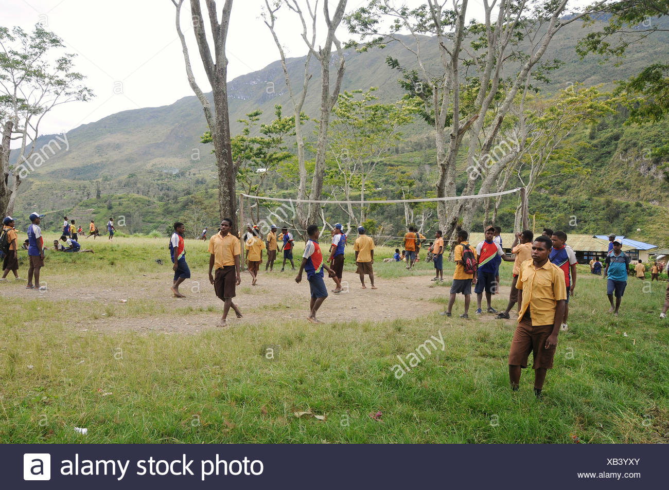 Middle school, students playing volleyball, junior high school, SMP Kurima, Baliem Valley, Irian Jaya, Indonesia, Southeast Asia - Stock Image