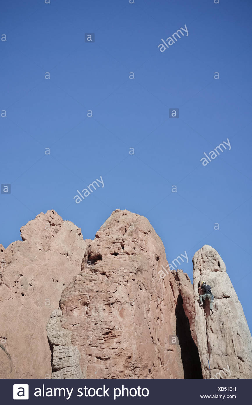 USA, Colorado, El Paso, Colorado Springs, Garden of the Gods, Garden Drive, Rock climber climbing spire Stock Photo
