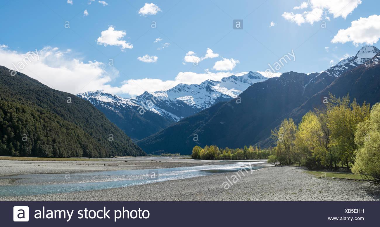 Matukituki River, snowy Mount Aspiring, Mount Aspiring National Park, Otago, Southland, New Zealand - Stock Image