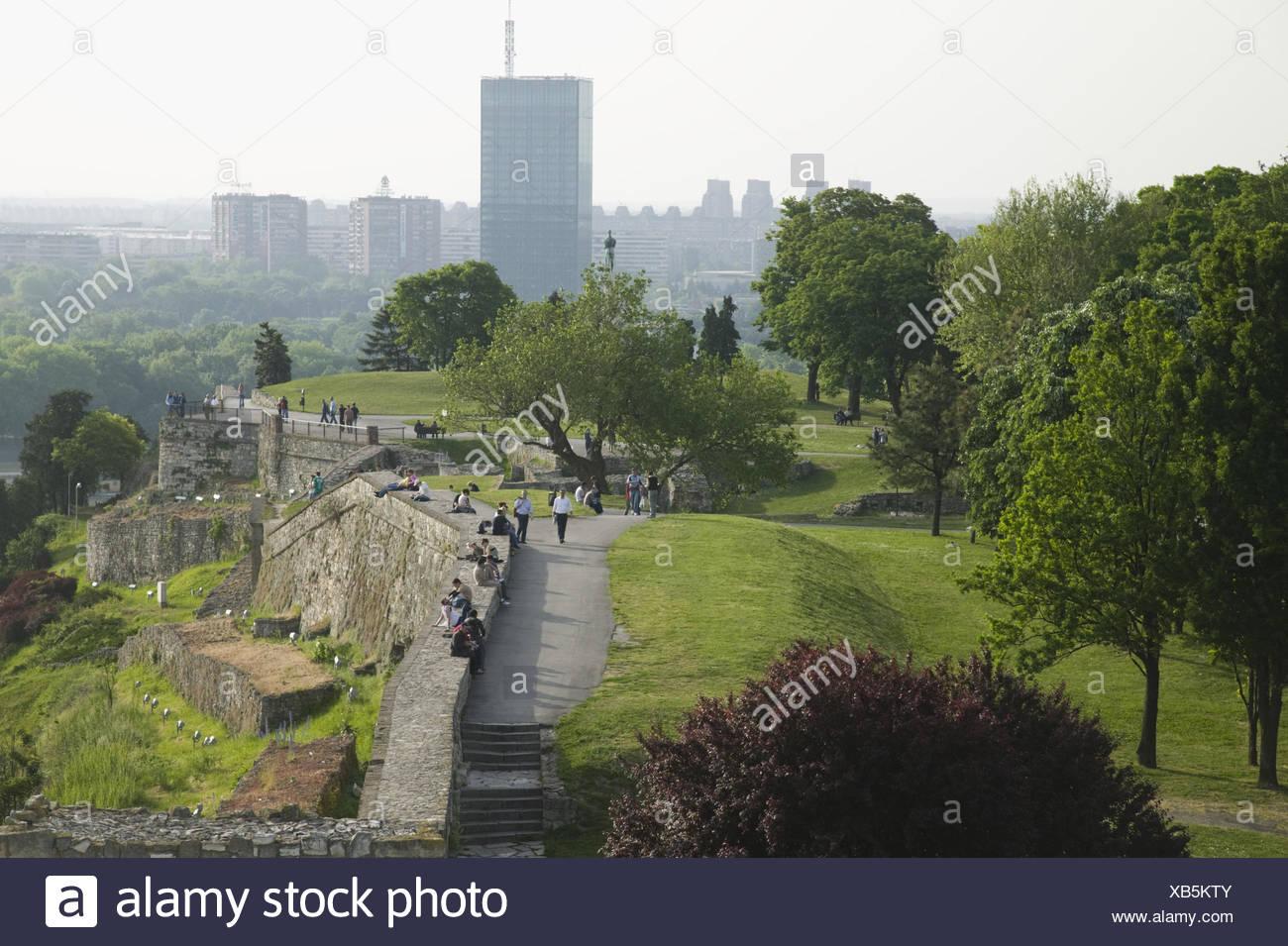Serbien, Belgrad, Festung Kalemegdan, Festungsmauer, Touristen, - Stock Image