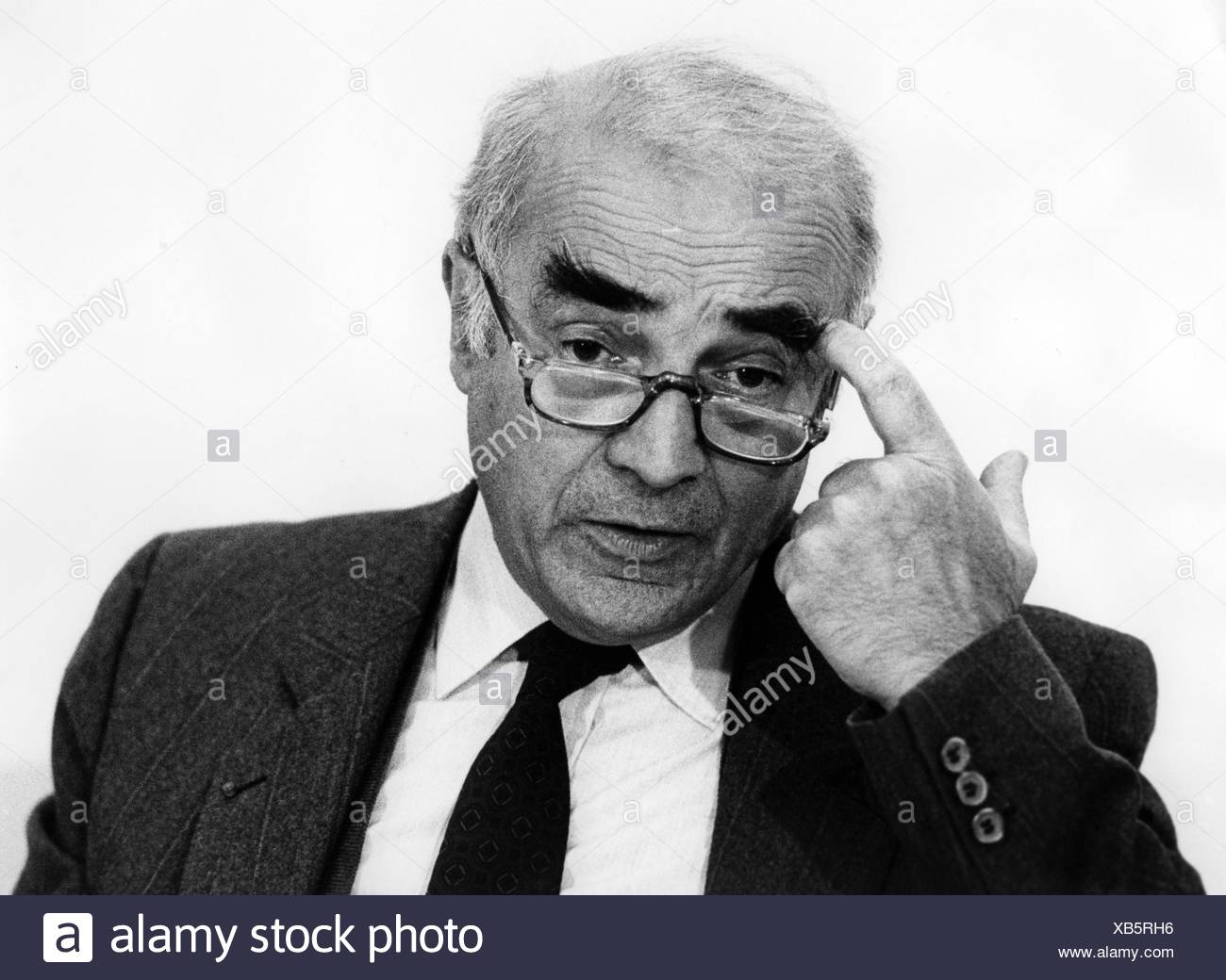 Curier, Hubert, French politician, Minister for Science, at the EUREKA minister conference, Hanover, 5.- 6.11.1985, Additional-Rights-Clearances-NA - Stock Image