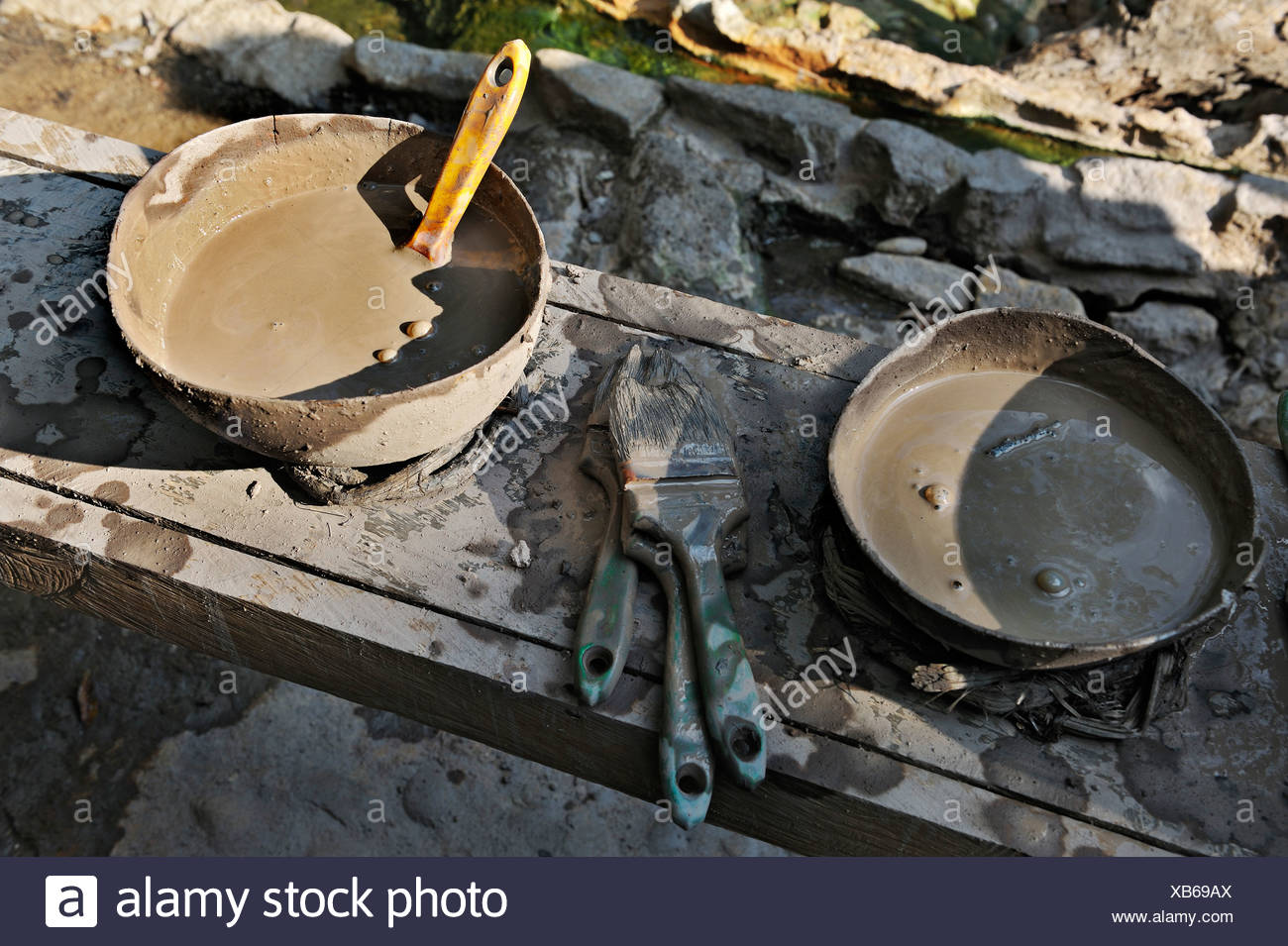 Healing mud in bowls with brushes near the hot springs, near the Hacienda Guachipelin, near Liberia, Guanacaste province - Stock Image