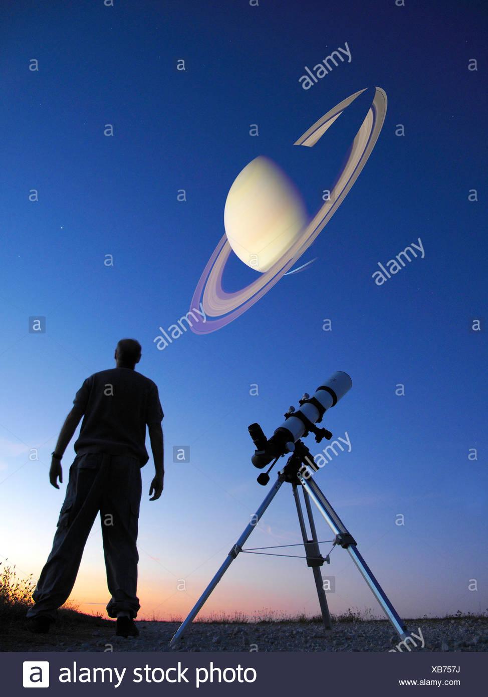 Man looking at saturn, telescope - Stock Image