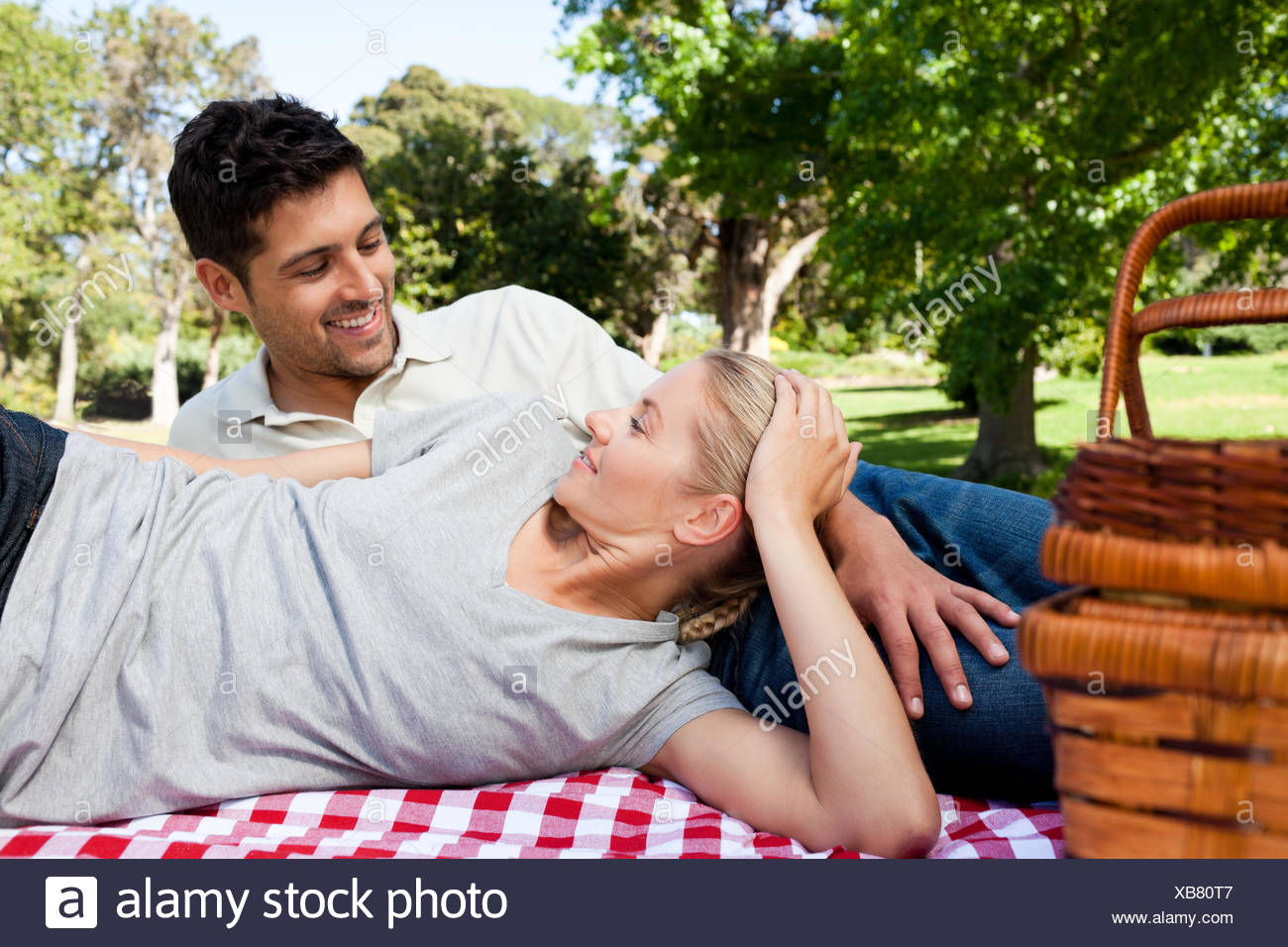 Couple picnicking in the park - Stock Image