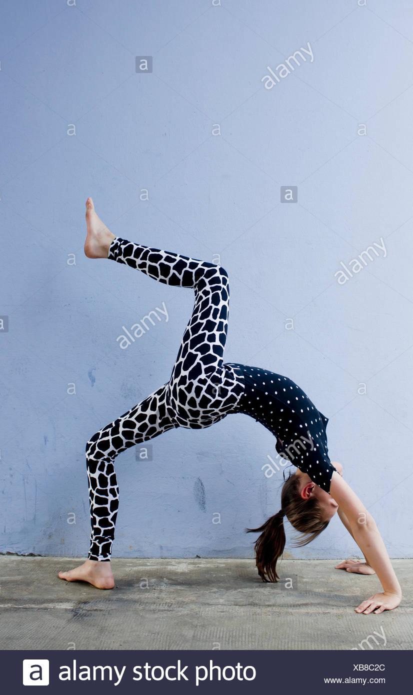 Teenage girl doing backwards bend - Stock Image